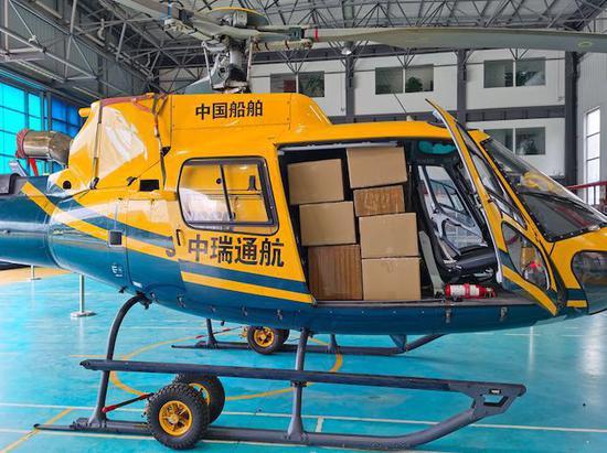 """近1吨防疫物资""""乘坐""""直升机抵达浙江温州  浙江新闻客户端提供"""