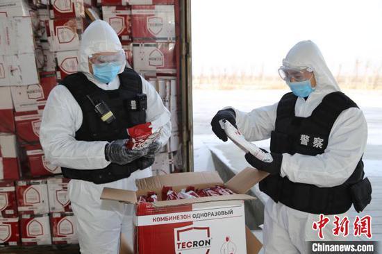 新疆邊檢總站全力保障口岸通關順暢 900多萬件防疫物資快速通關