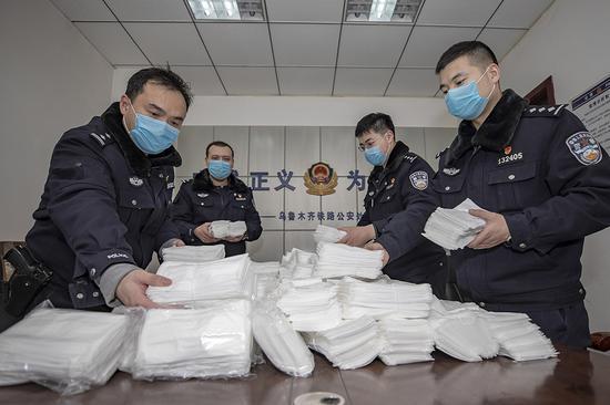 """新疆铁警查获万个""""三无""""口罩 嫌疑人第二次取货被抓"""