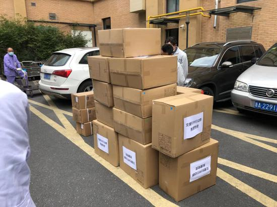 杭州电商企业纷纷向疫情严重地区捐赠物资。 杭州综试区供图