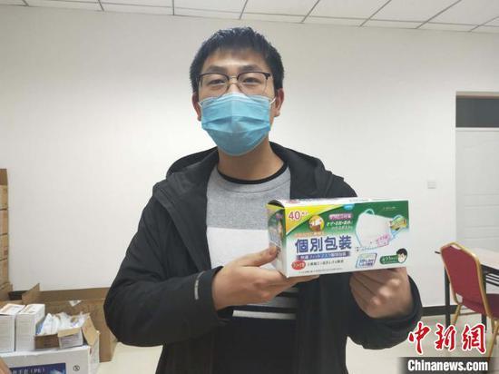 江苏一援疆企业向新疆轮台县抗疫一线捐三万只口罩