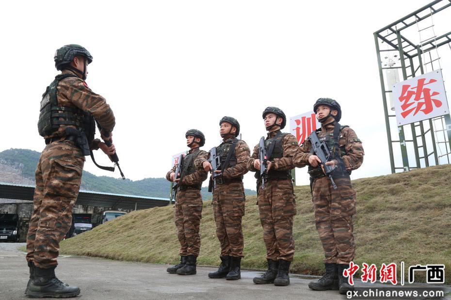 武警柳州支队特战中队掀起练兵备战热潮