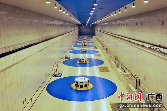 图为龙滩水力发电厂地下厂房。潘炳康 摄