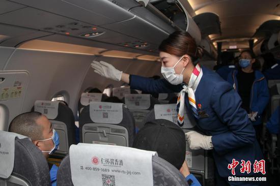 多彩贵州航空运送贵州医护人员支援武汉