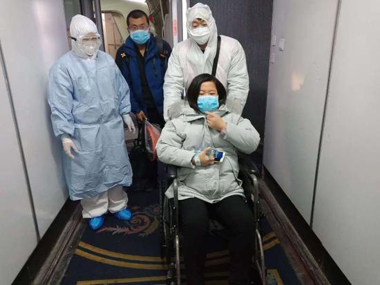 探訪支援武漢新疆醫療隊隊員家屬:不見未必不念