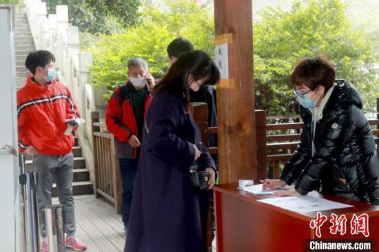黄果树旅游景区对外开放 首日接待游客26人