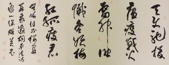 """圖為:為贊頌""""白衣戰士""""抗疫而題寫的詩 李婧供圖"""