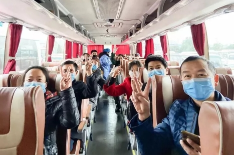 """图为:仙居县""""千辆包车接员工行动"""" 仙居县委宣传部供图"""