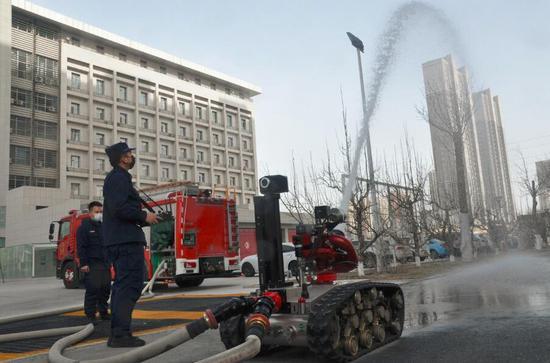 巴州首臺防爆滅火偵察消防機器人投用