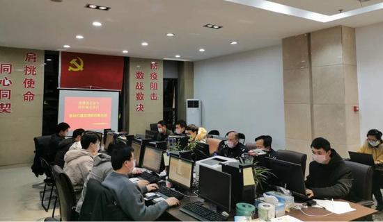 """图为:浙江三门推行""""红黄码""""紧急核查处置法。  鲍雯霞提供"""