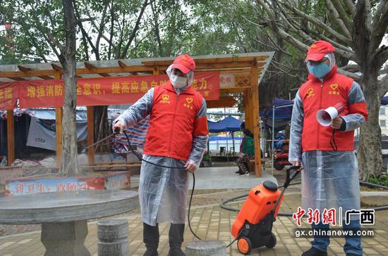 """柳州凤凰岭大桥开展""""学雷锋""""志愿活动"""