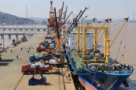 港口复工现场。 舟山海关供图