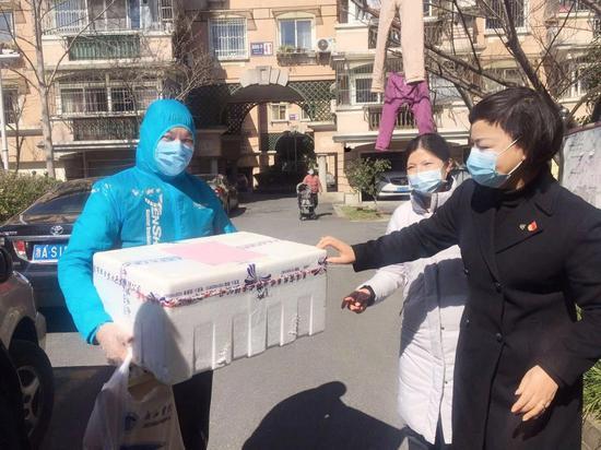 杭州花家山庄每周为逆行者家庭送菜  杭州花家山庄供图