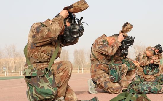 按纲施考,新疆军区某训练基地严密组织士兵基础课目阶段考核