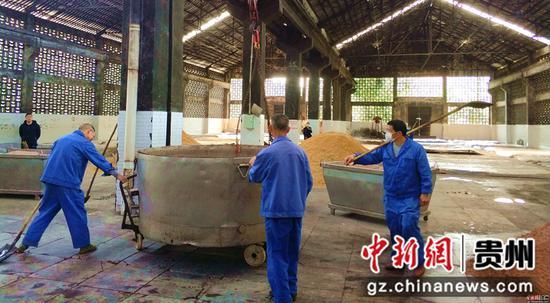 贵州青酒集团有限责任公司生产场景  江春健 摄