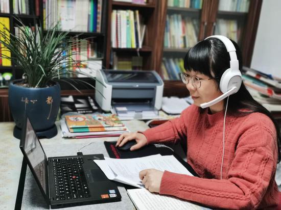 教师录制线上教学视频。  余姚市教育局教研室提供