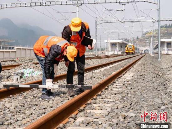 贵州首条250公里时速城际铁路安六铁路开启静态验收