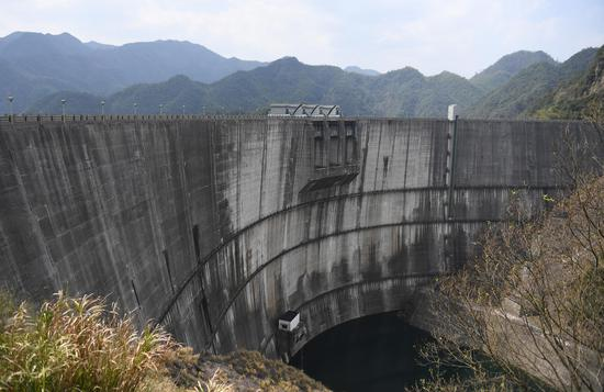 华东第一高拱坝——周公宅水库大坝。 王刚 摄
