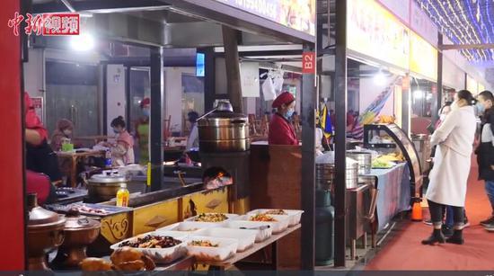 新疆夜市陆续开业 食客:感觉生活真美好