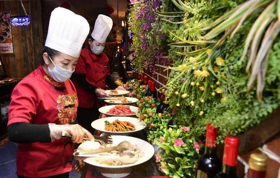新疆库尔勒:餐饮市场火起