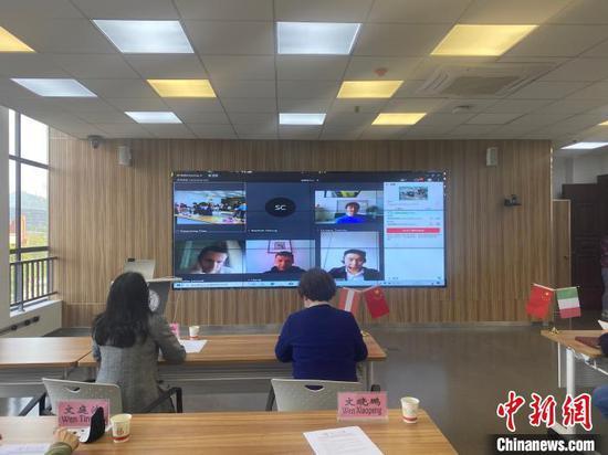 圖為視頻交流會議現場。 劉鵬 攝