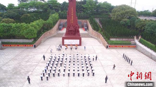 广西烈士陵园祭扫英雄烈士 烈属远程参与