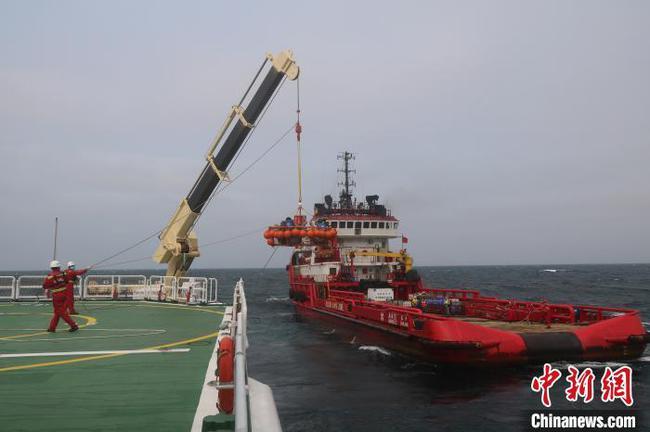 北部湾两渔船翻沉13人落水 多方协作落水者全数获救