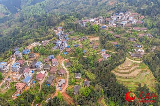 柳州:武警官兵助力扶贫产业复工复产