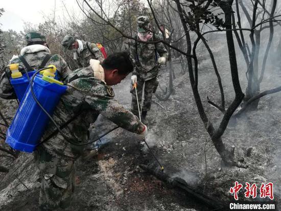 四川西昌森林火灾:2379人全力扑救3处火场