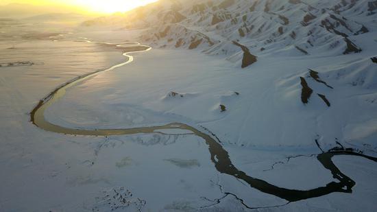 新疆:巴音布鲁克高原开都河冰化开河