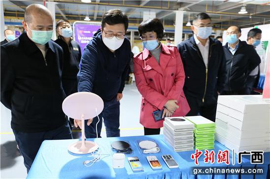 伍娟调研南宁跨境产业人才实训基地 冀推动跨境电商产业升级