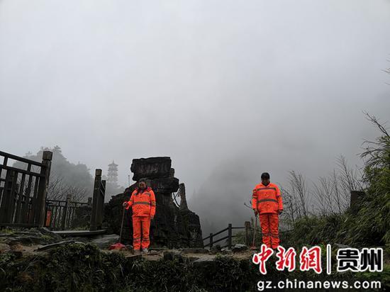 婁山關景區工作人員舉行哀悼活動