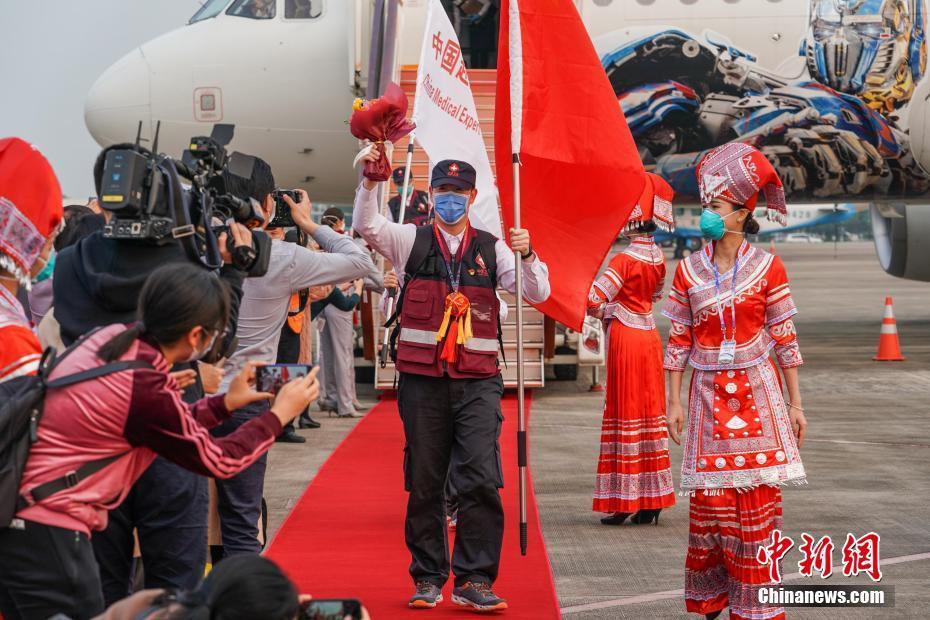 首批援柬中国医疗专家组圆满完成任务回国