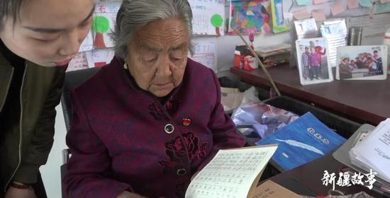 新疆故事:喀什七旬老人潘玉蓮 免費輔導學生27年