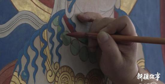 吐鲁番千年壁画守护者 三十年笔耕不辍再现历史