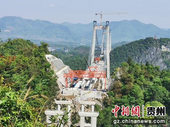 建设中的河闪渡乌江特大桥
