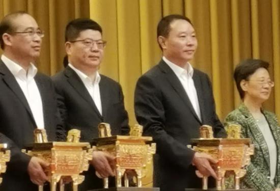 """浙江颁发首批一星""""平安金鼎""""  临海发布供图"""