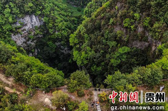 拱拢坪国家森林公园内的吞天井景观    陈曦摄