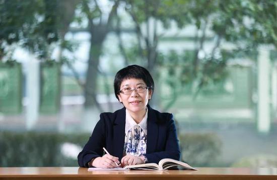 杭州學軍中學校長陳萍。  校方提供