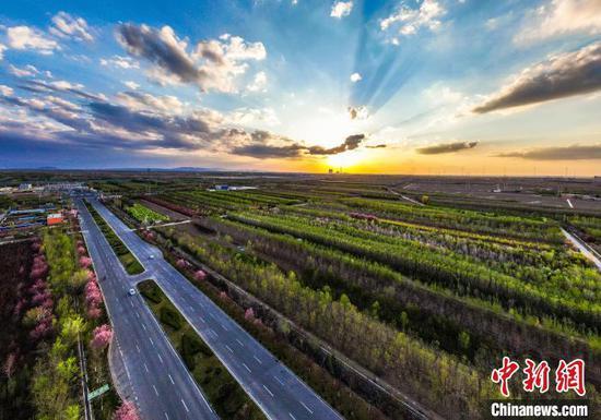 """新疆呼图壁:""""西部苗都""""生态美"""