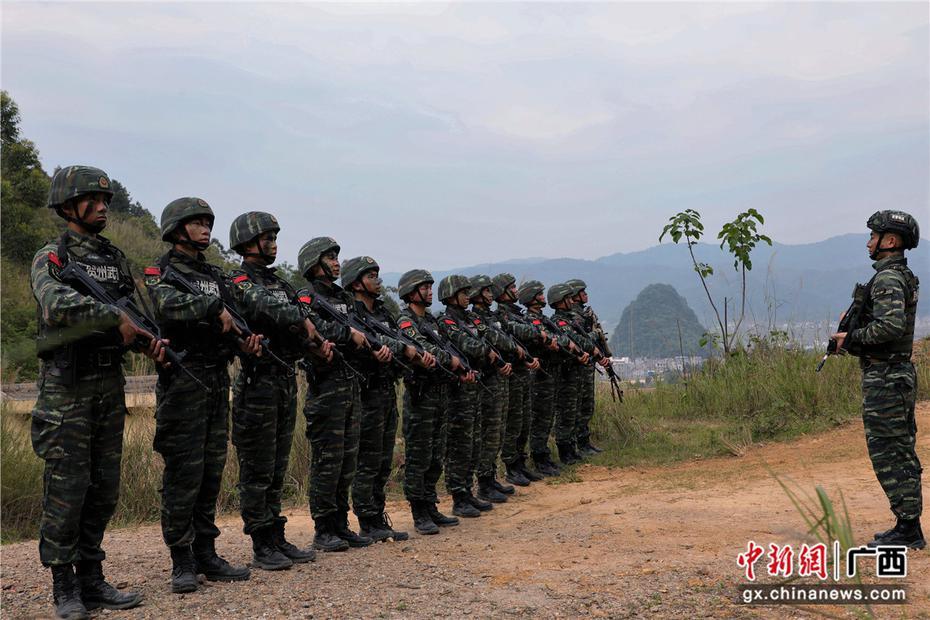 广西贺州:武警山地捕歼演练 锤炼特战快反能力
