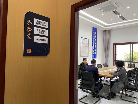 蘭亭人民法庭(旅游巡回法庭)內設調解室。  項菁 攝