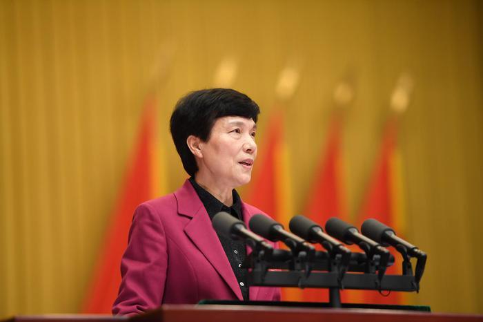 杭州市人大常委会主任于跃敏作工作报告。张茵摄