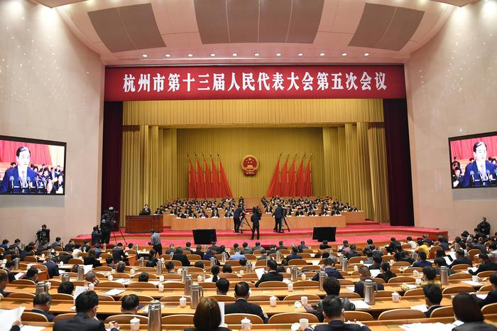 杭州市第十三届人民代表大会第五次会议开幕。张茵摄