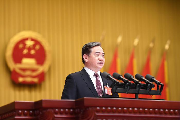 杭州市代市长刘△忻作政府工作报告。张茵摄