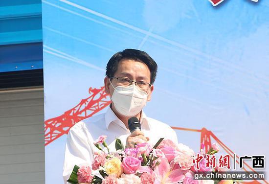 圖為中建四局華南建設有限公司南寧區域黨總支副書記、工會主席肖小堂發言。