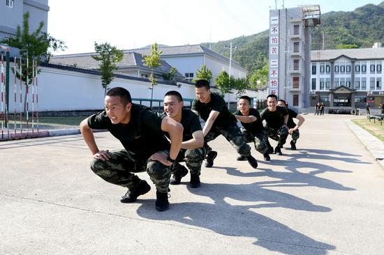 通过小游戏激发官兵训练热情  刘治乾 摄