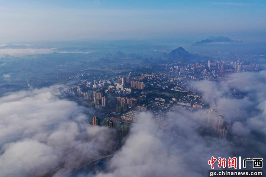 廣西融安出現平流霧景觀