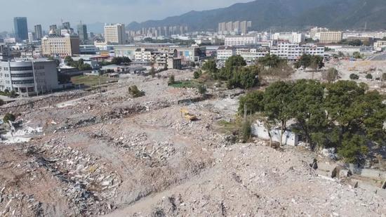 巖泉街道飛機場角區塊實施拆除后的場景。 麗清風 攝