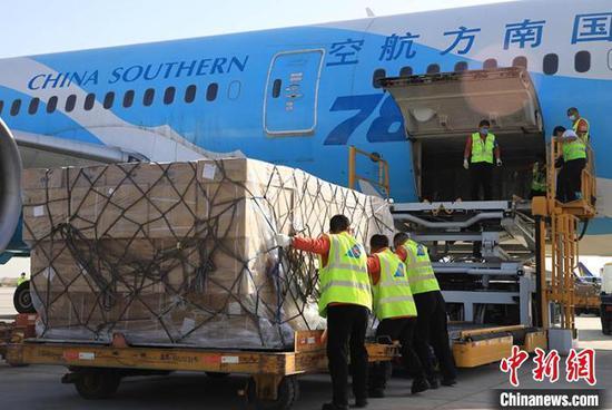 南航在新疆首次使用波音787宽体机执行货运包机任务